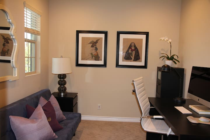 Cozy private room awaiting to host you!
