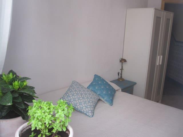 Habitación/baño en Puente Romano - Cordoba - Huis