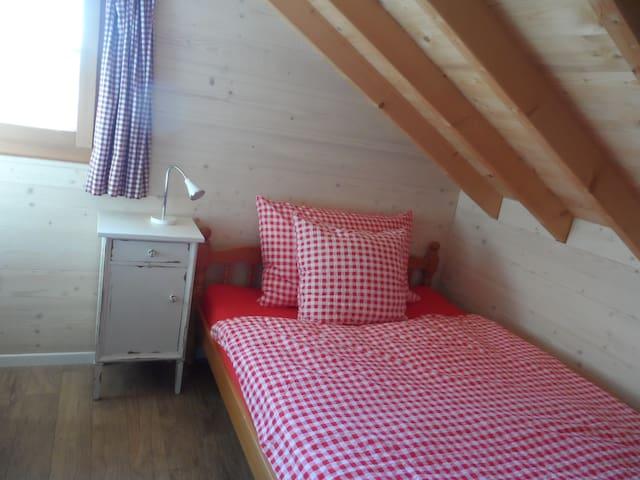 Tolles Zimmer gut eingerichtet - Wolfwil