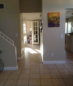 Q bedroom in beautiful wine country - Temecula - House