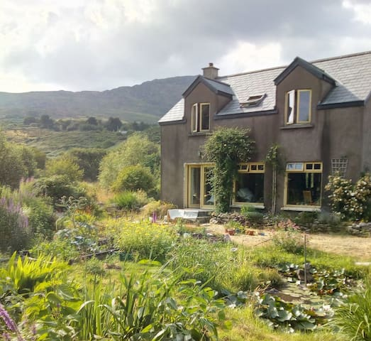 Charming House and Garden on Ring of Kerry