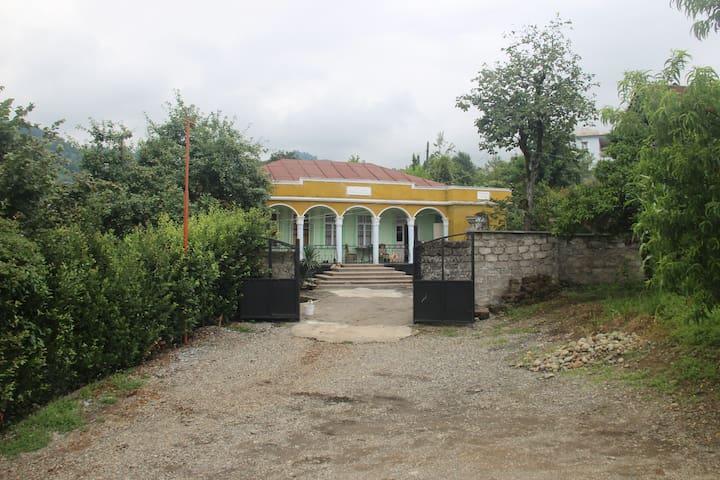 Гостевой дом Сулхана Джинчарадзе - Makhinjauri