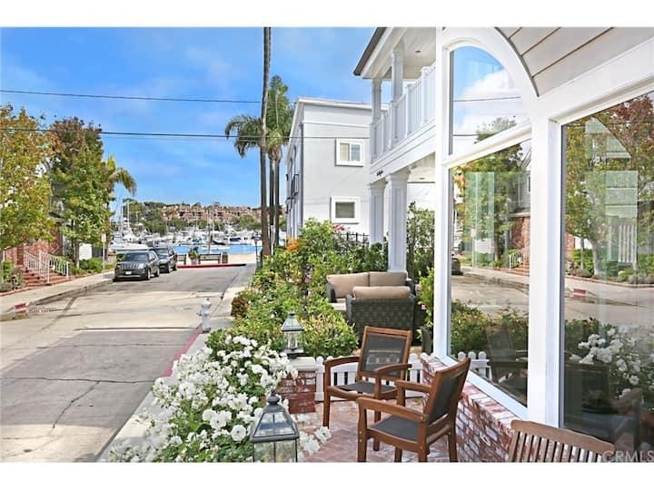 Beautiful Balboa Island Home - Steps To The Water!