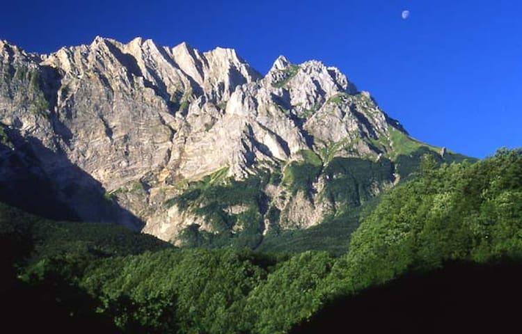 Soggiorno ai piedi del Monte Camicia