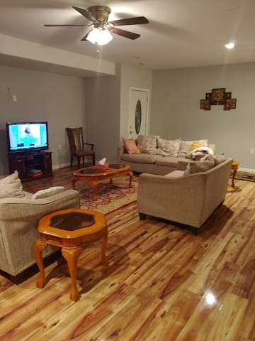 Cozy basement suite w/private entrance