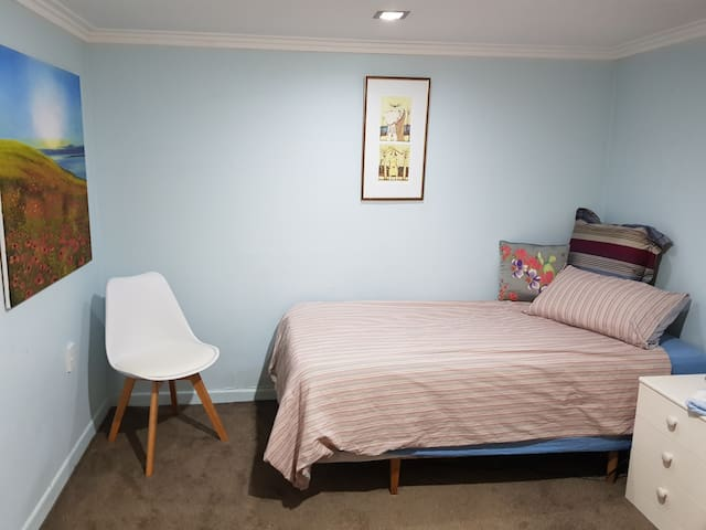 St Heliers Gem semi self contained room downstairs