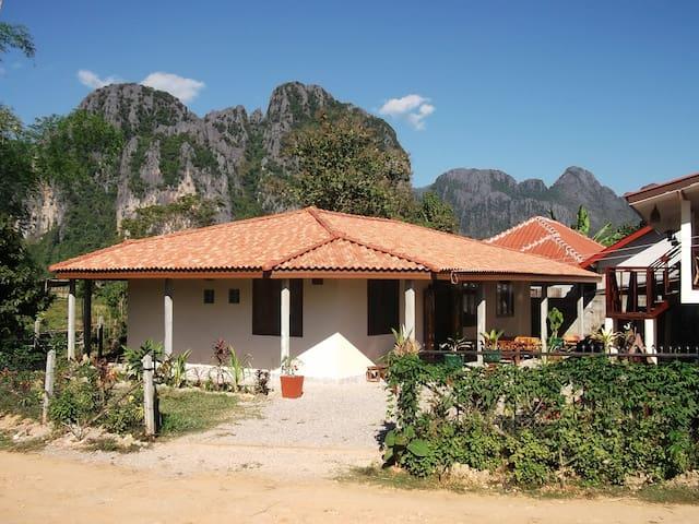 Villa Boa Lao guesthouse room 1 - Vang Vieng - Gjestehus