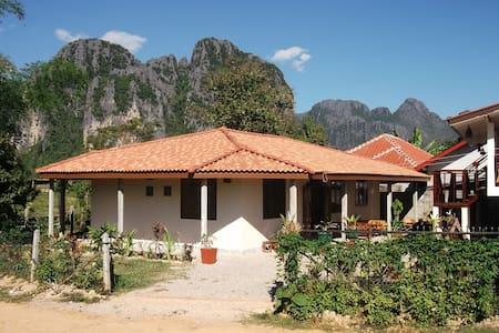 Villa Boa Lao guesthouse room 1 - Vang Vieng - Gästehaus