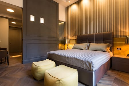 LE QUATTRO DAME DELUXE ROOM GOLD - Roma - Serviced apartment