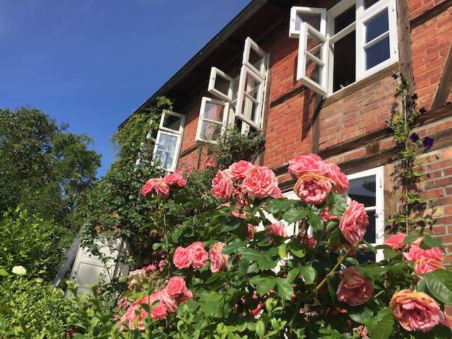 romantisches Landhaus am Meer mit Kamin - Sassnitz - Huis