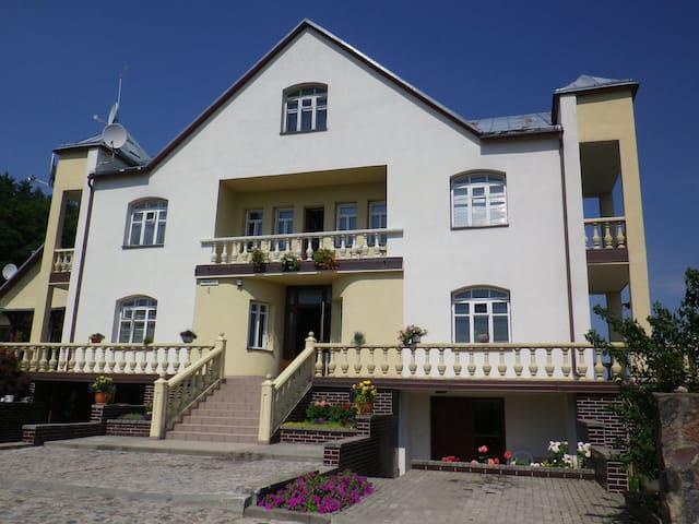 Lescinski Manor