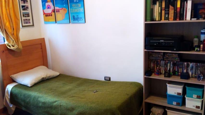 Casa-Habitación con cama y servicios
