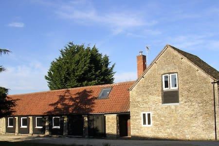 Converted barn in countryside. Peaceful, modern. - Casa