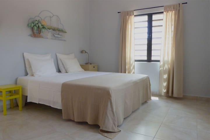 King size bed, airco, fan, steel shutters, mosquito screens