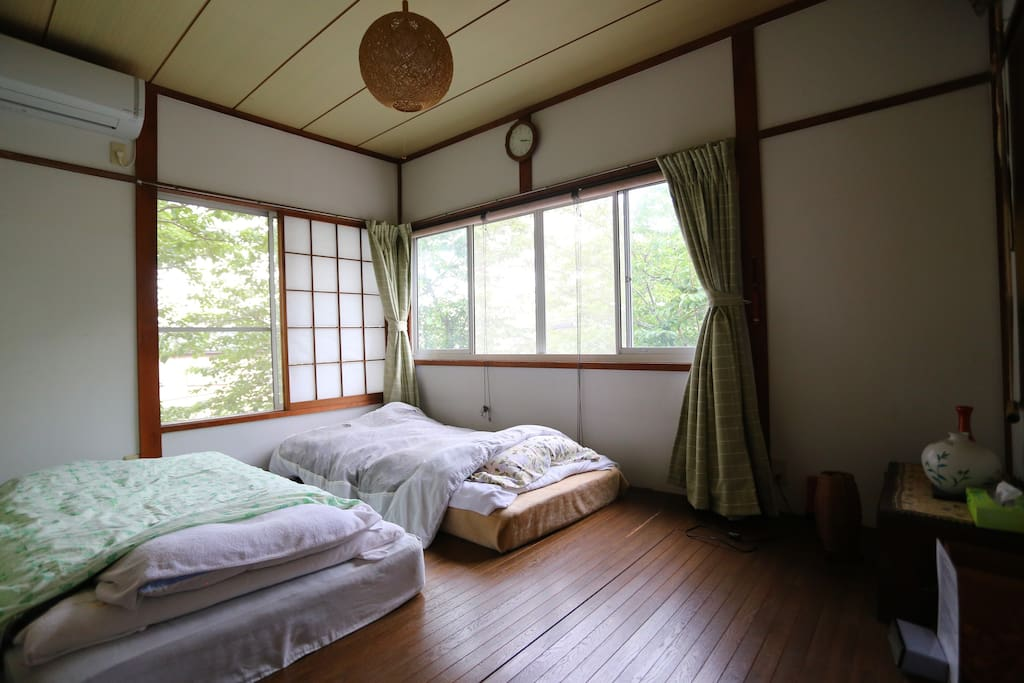 Room with bed/futon set