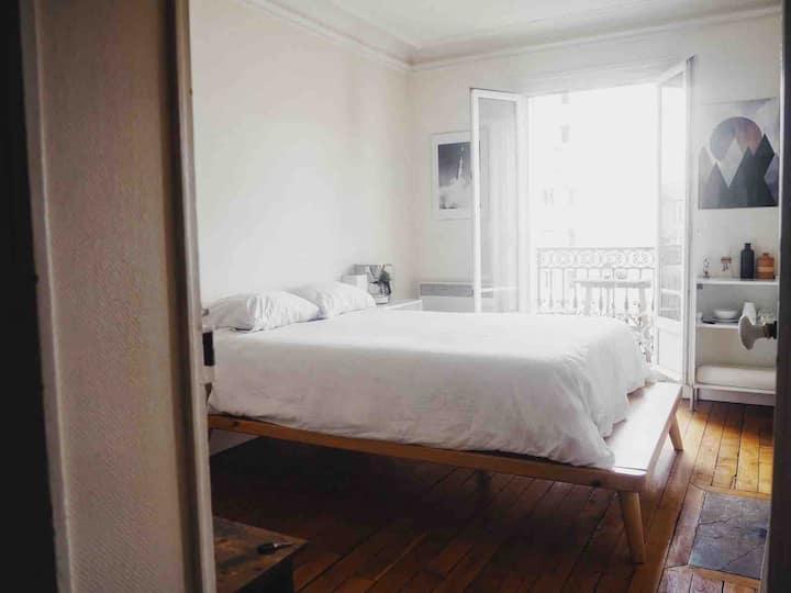 Chambre spacieuse et lumineuse avec balcon