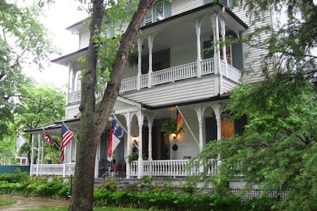 1898 Waverly Inn - Hendersonville