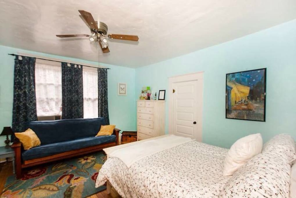 Wyatt room boasts queen bed w/ cotton sheets , full futon for extra sleeping space or