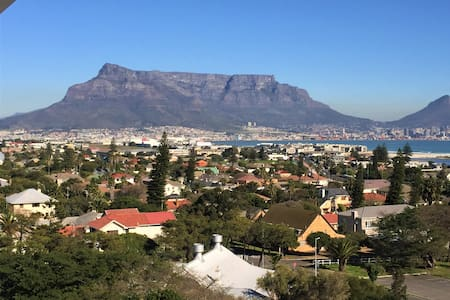 605 - Panoramic views of Table Mountain & Bay