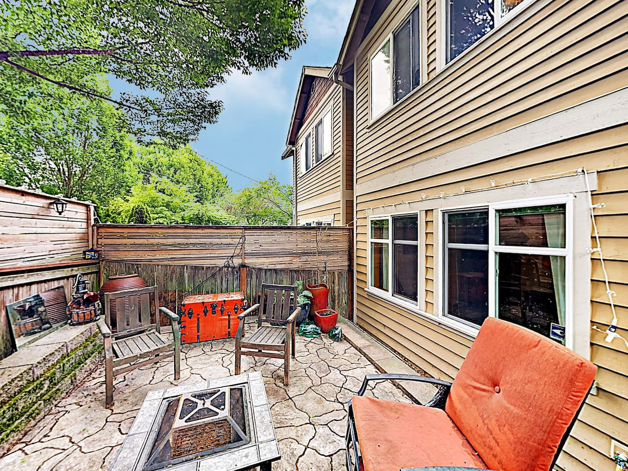 Welcome to Seattle! This townhouse is professionally managed by TurnKey Vacation Rentals.
