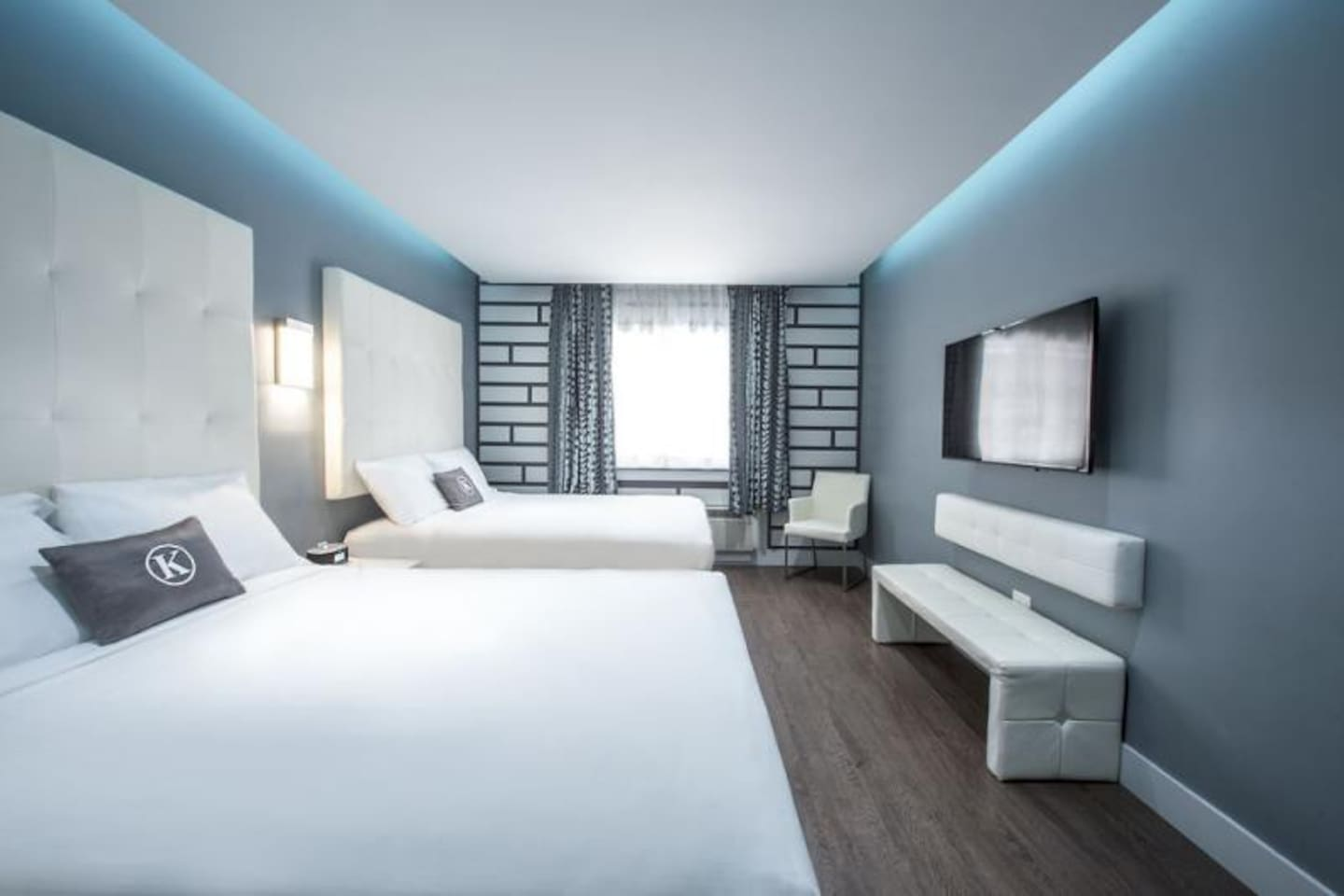 Modern units, with comfy beds are available, book now!