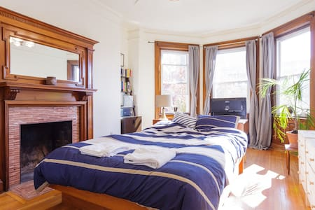 Feel at Home: 2 Bedrooms near Boston College - Brookline