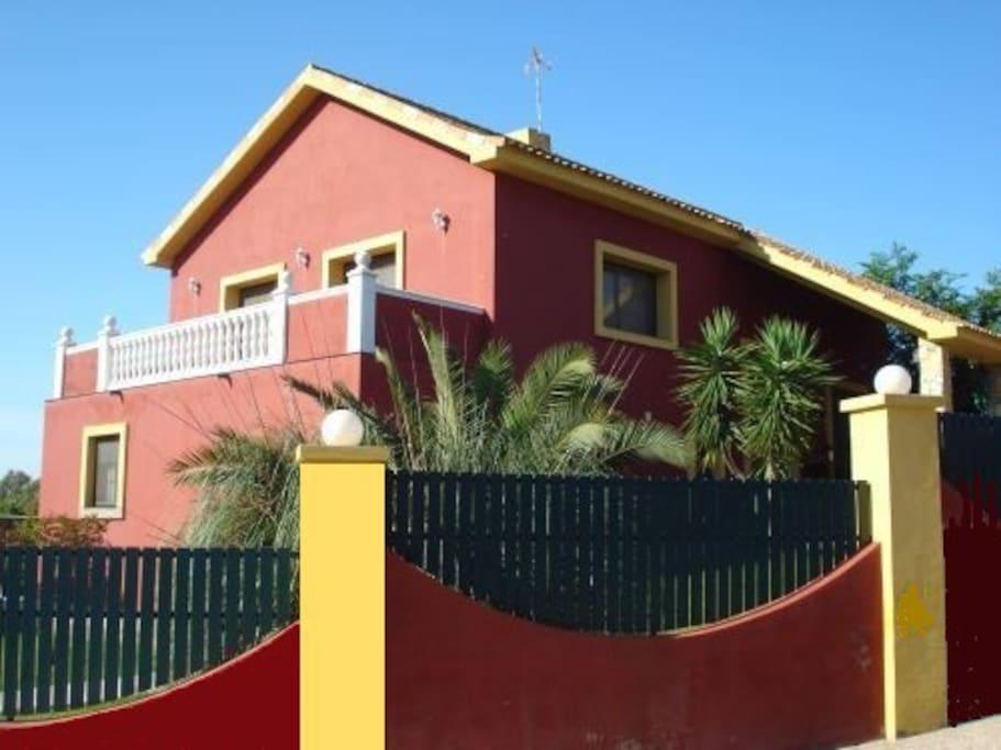 Chalet sevilla casas de campo en alquiler en la puebla for Alquiler de casas en alcolea del rio sevilla