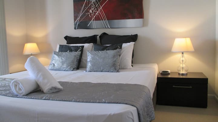 3 Bedroom, 2 Bathroom Penthouse Apartment - free parking