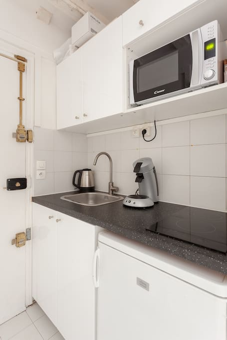 cafetiere , micro onde , refregirateur