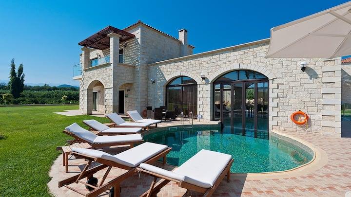 Platanias Villa, 3 BD, 3 BA, pool, 800m from sand