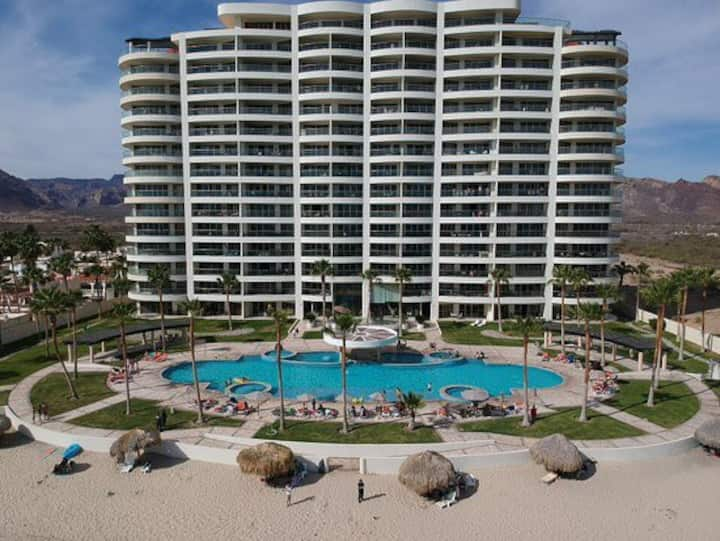 Stunning Views, 3 Bdrm Corner Unit/Playa Blanca!