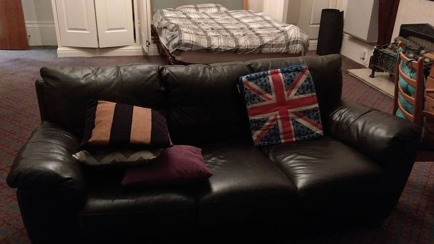 Spacious and cosy apartment 20 mins to city centre - Liverpool - Pis