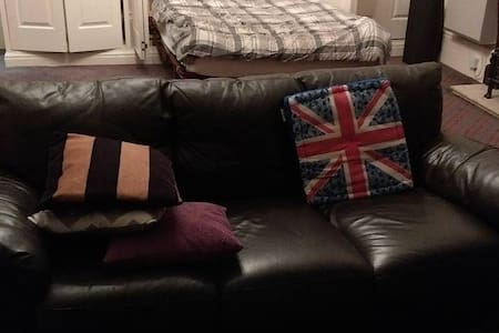 Spacious and cosy apartment 20 mins to city centre - Liverpool - Apartamento