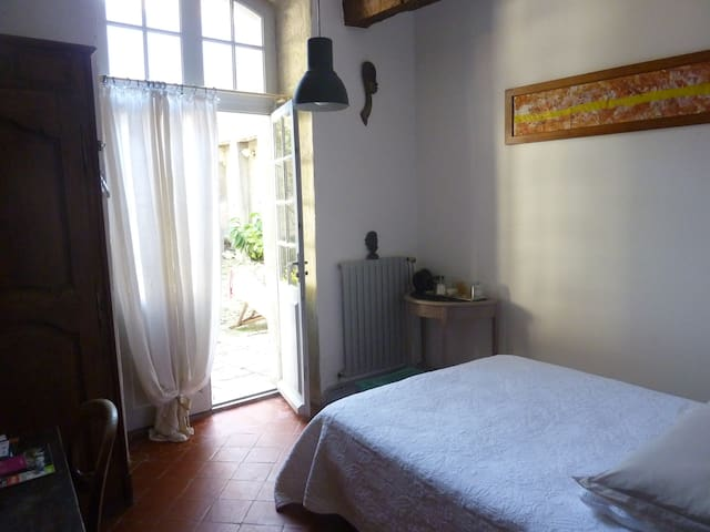 Room in private town house with courtyard - Arles - Apartment