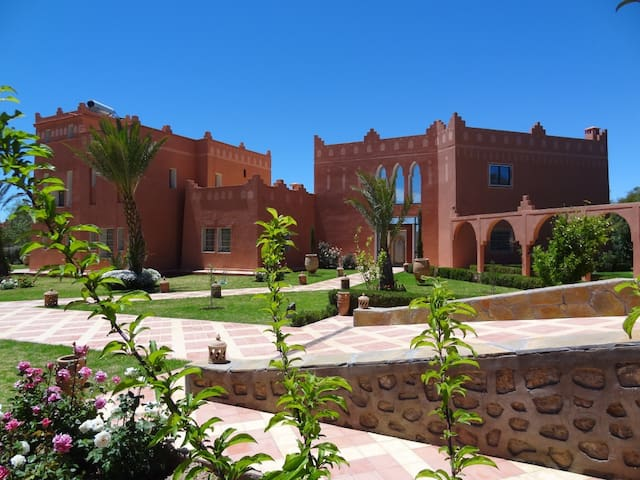 Beautiful Kasbah on the lake - Ouarzazate - บ้าน
