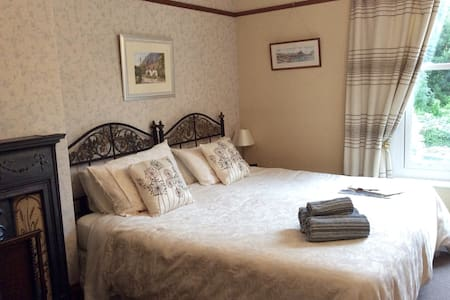 Quiet Private Room with En-suite - Ilfracombe