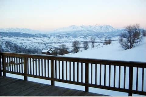8 beds, HOT TUB, + Best Basin View!