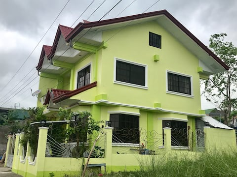 Drhean and Derra B&B ( Entire house for rent)