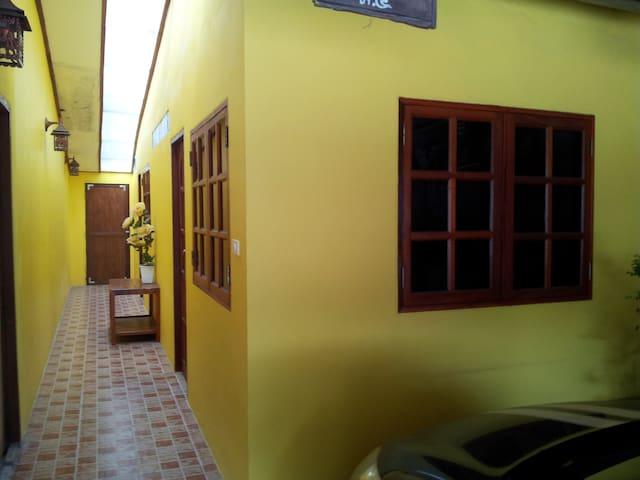 Lek & Dan's Place Room 1