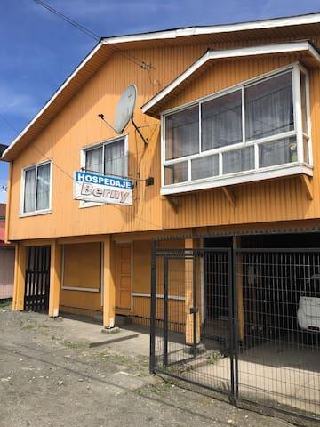 Hospedaje Berny, ambiente familiar - Quellón - Maison