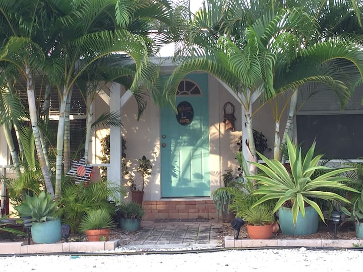 Cozy and Private Duplex Near Beach and Trails