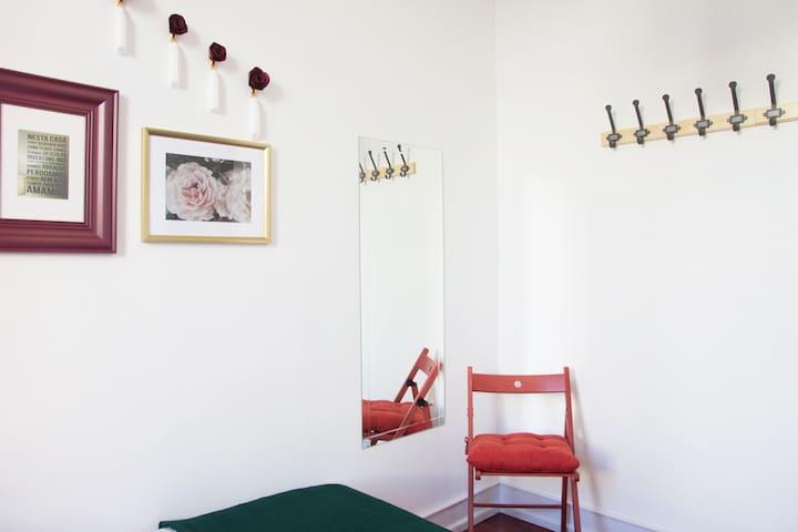 Lisbon Secret Formula . Plaesant Room