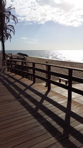 On the beach apartment - Sitio de Calahonda - Leilighet
