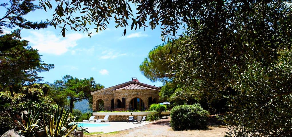 Campomoro, villa vue mer, près de la Tour génoise