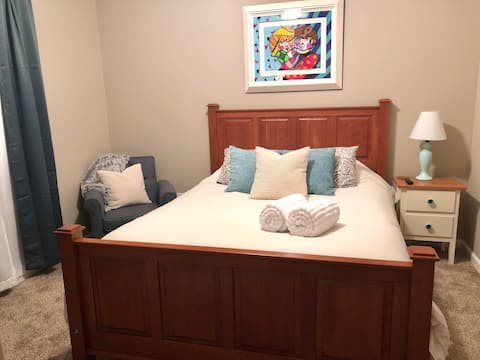 Convenient, Queen Size, TV, Fireplace, Private!