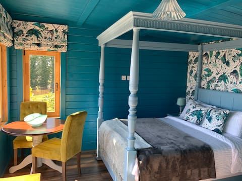 Perfect sanctuary with hot tub and four poster...