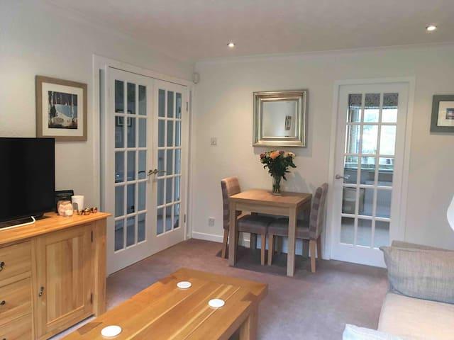 Cosy room in flat near Edinburgh airport with wifi