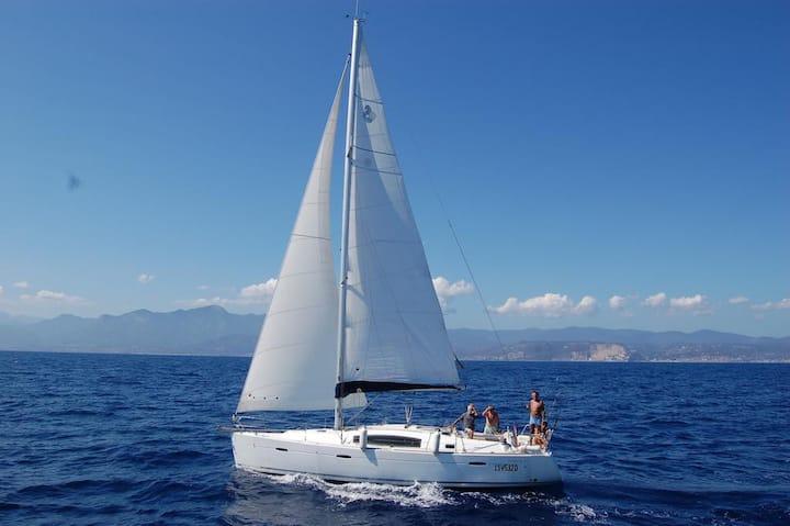 Barca a vela moderna - Bella senza anima