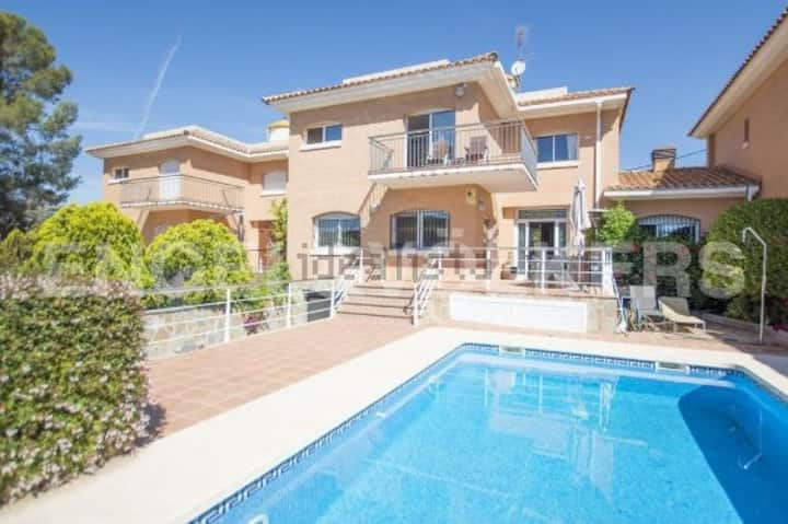 House near the beach with private swimming pool