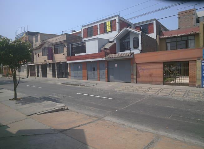 Departamento Amplio -Casa-Santa Anita